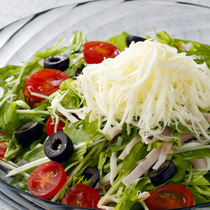 ストリングチーズの水菜サラダ