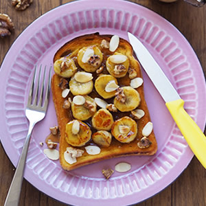 キャラメルバナナとナッツのフレンチトースト