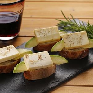 クリームチーズの味噌漬けカナッペ