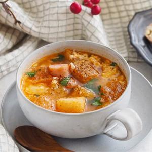 アンチョビ香るソパ・デ・アホ(にんにくのスープ)