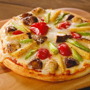 野菜たっぷり!とろけるピザ